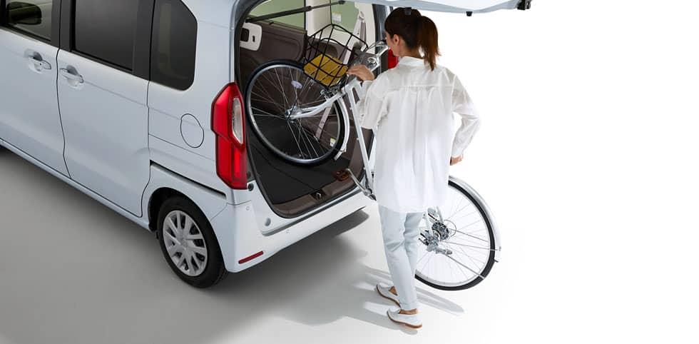 NBOXに自転車を載せる写真
