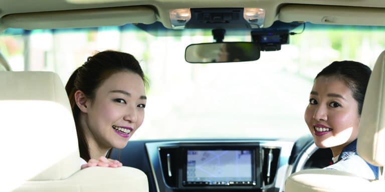 女の人と軽自動車