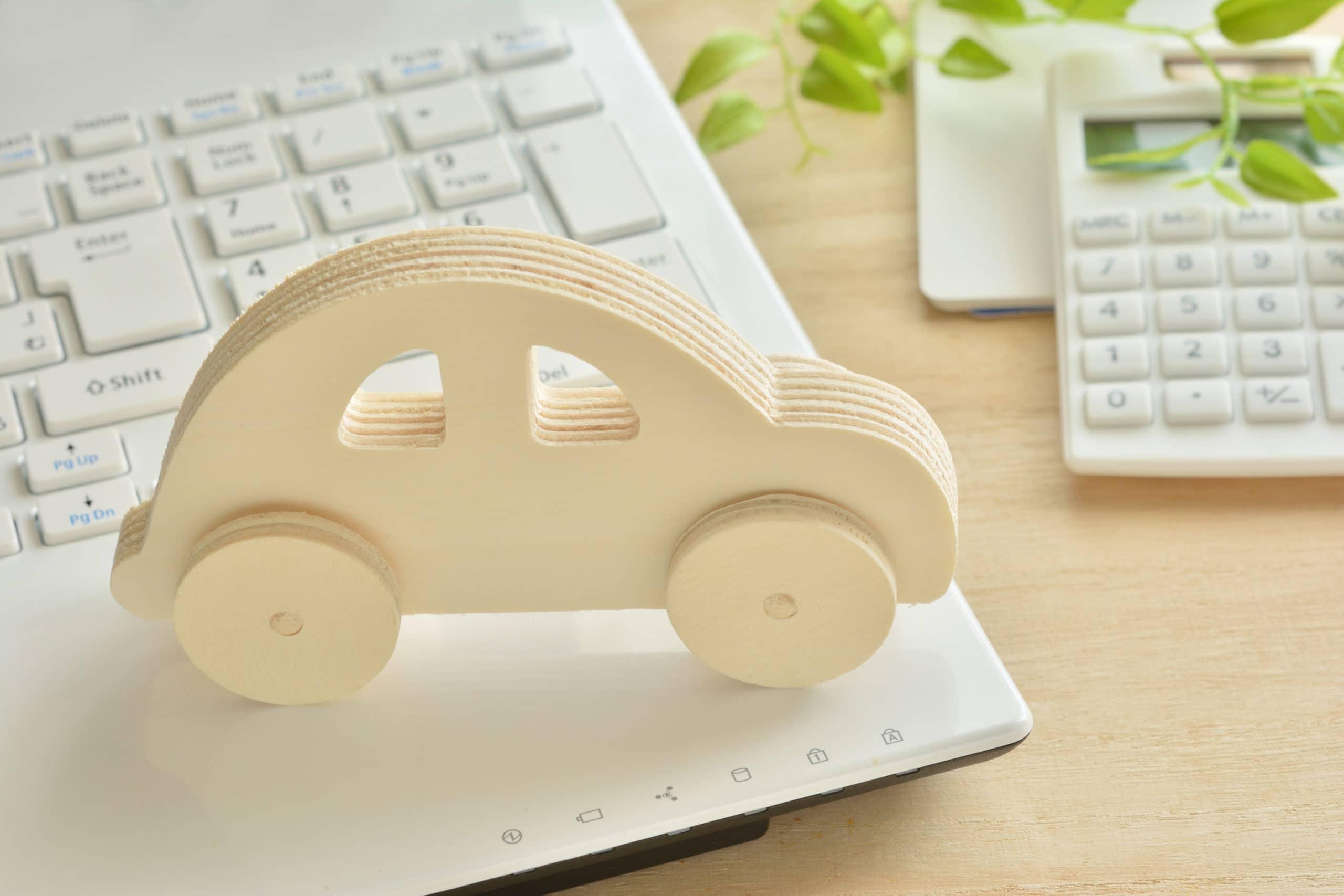 木の車のインテリア画像