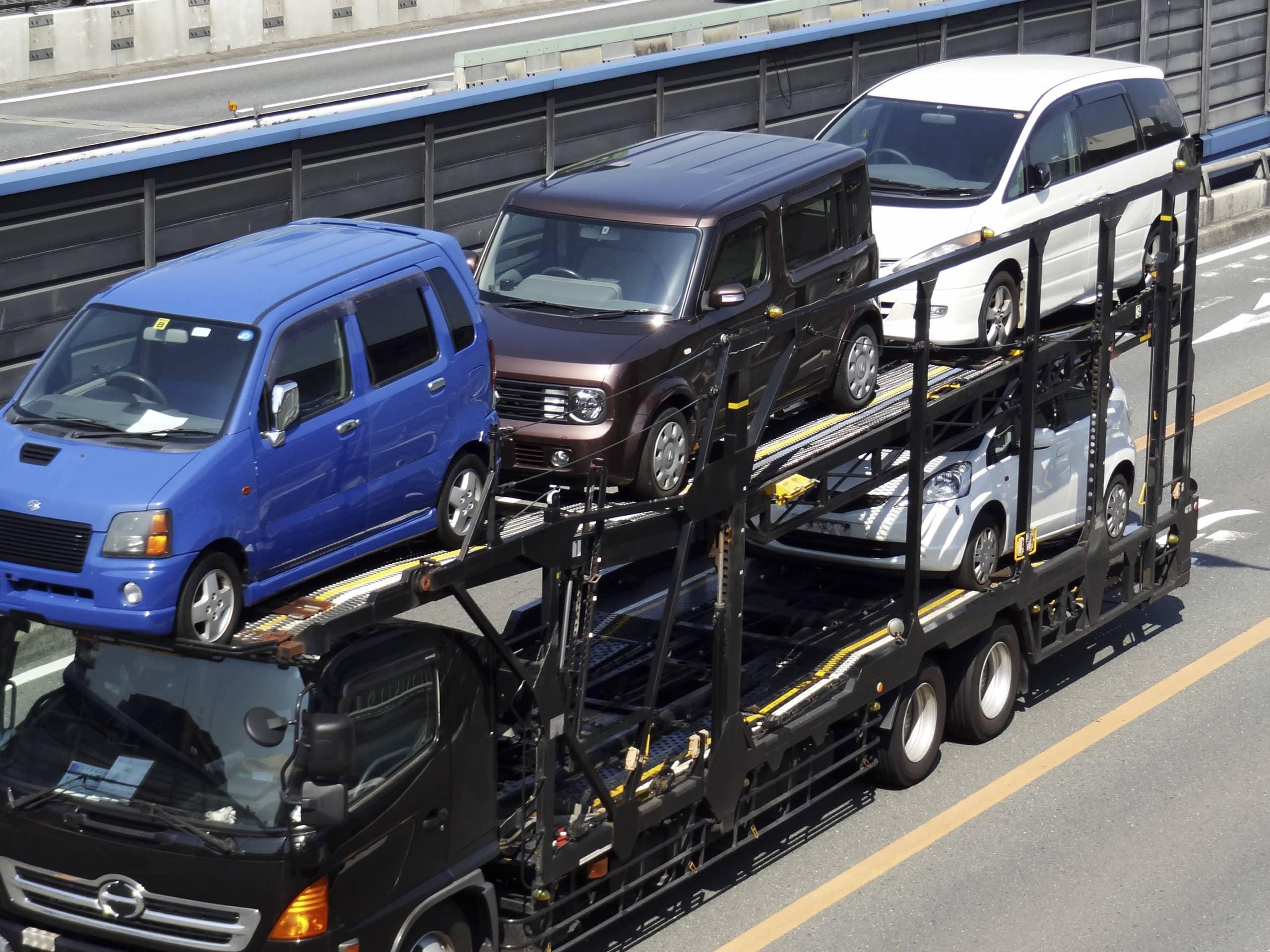 車の陸送風景